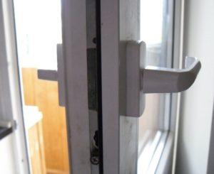 Ремонт пластиковых дверей
